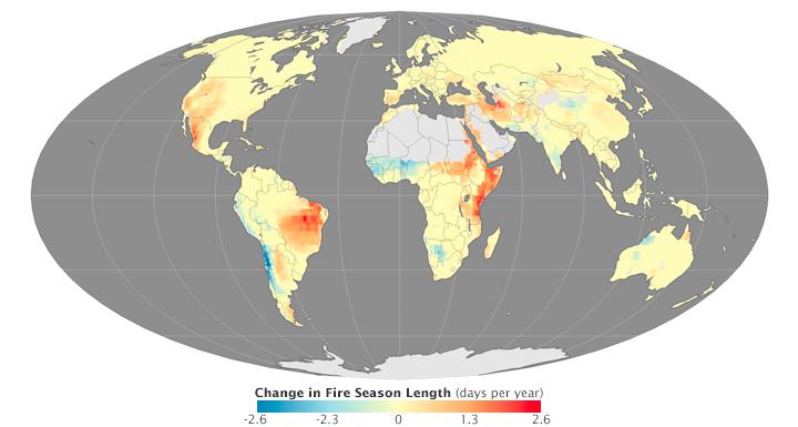 quence annuelle des périodes avec incendies a augmenté vont de l'orangé à rouge Le jaune indique les régions où aucun changement n'a été noté et les teintes du vert au bleu celles où ces périodes ont au contraire été moins.